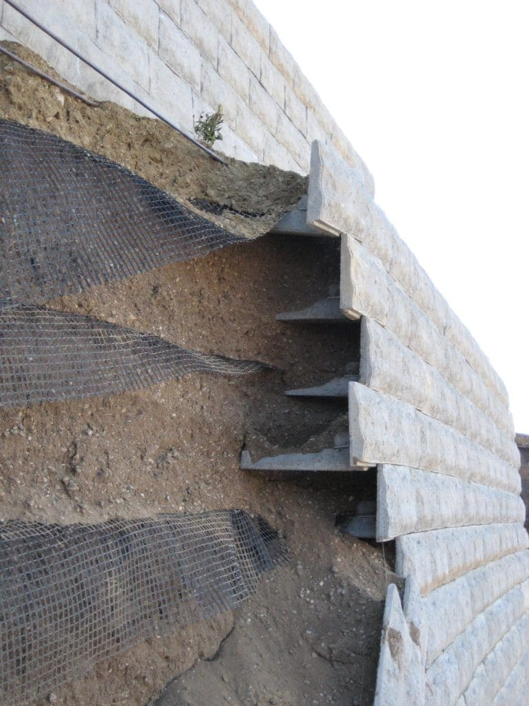 Lessons Learned, Mechanically Stabilized Earth Walls, Pitfalls in Design and Construction